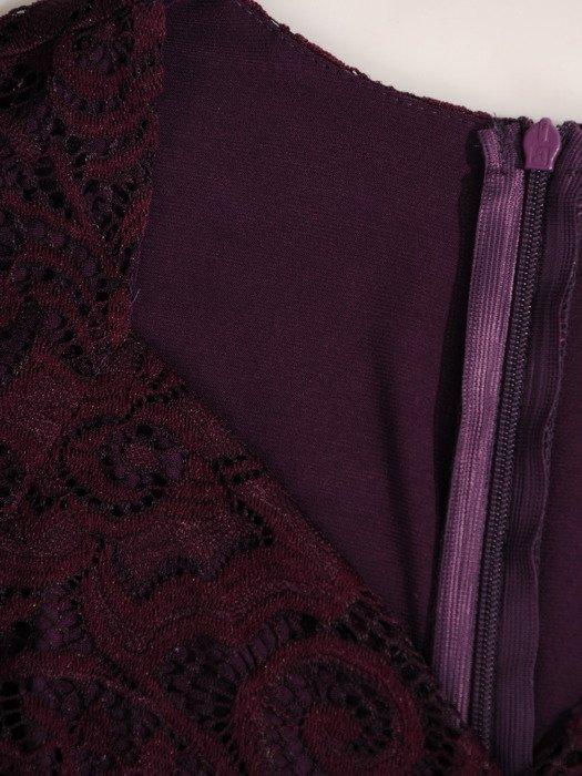 Sukienka damska 18634, kopertowa kreacja z koronki.