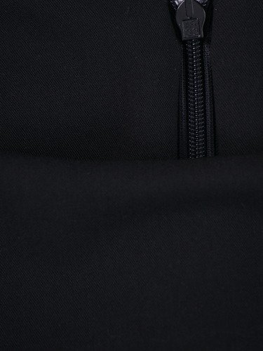 Sukienka damska Akira II, czarna kreacja z paskiem podkreślającym talię.