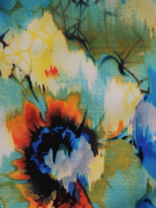 Sukienka damska Saloma, wiosenna kreacja w kwiaty.