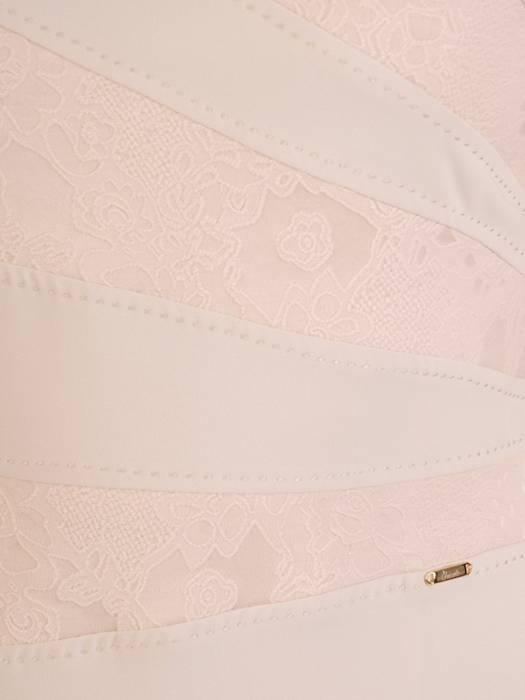 Sukienka damska z ozdobnymi przeszyciami i wytłaczanym wzorem 29230