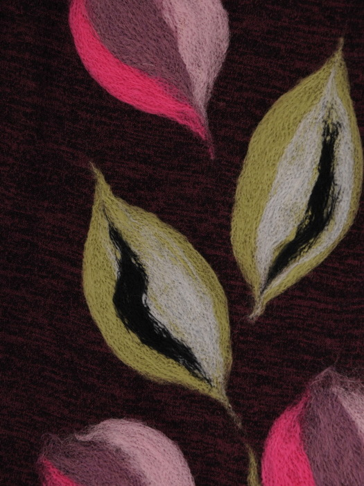 Sukienka dzianinowa, fioletowa kreacja w wyszczuplającym wzorze 21897.