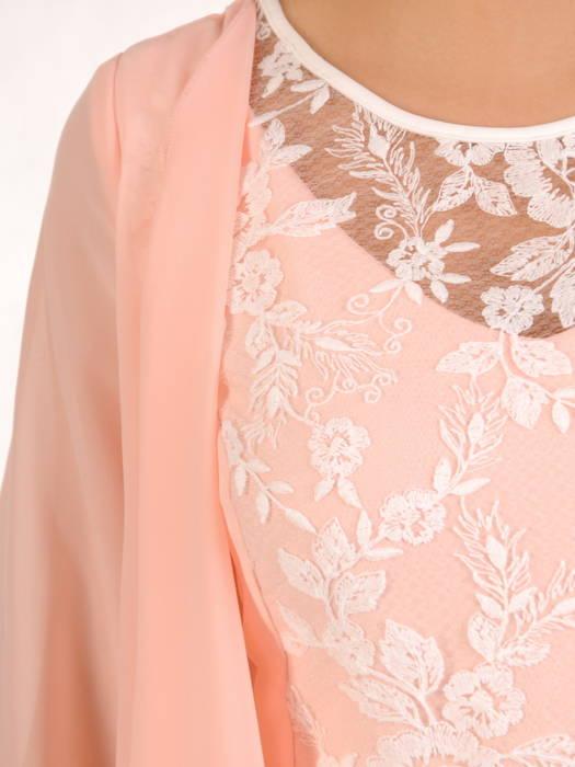 Sukienka na wesele, elegancka kreacja w wyszczuplającym fasonie 30321