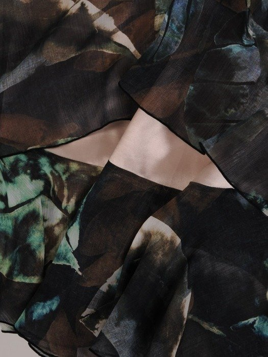 Sukienka o trapezowym kroju, kreacja z falbanami 25493