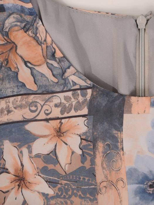 Sukienka o trapezowym kroju, kreacja z falbanami 28141