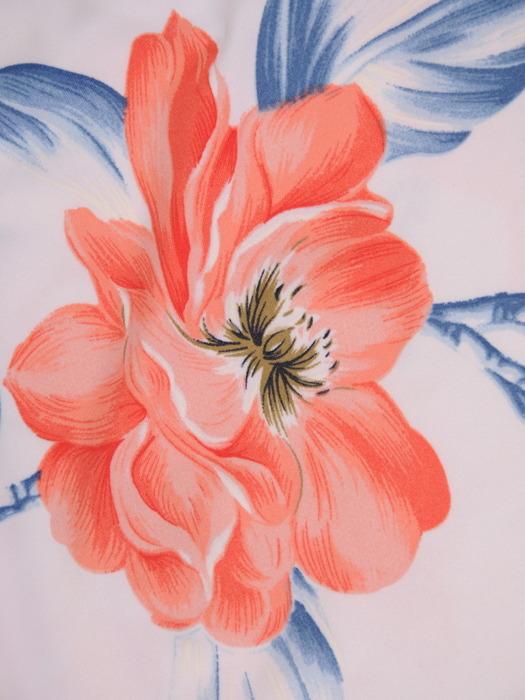 Sukienka w kwiaty, prosty fason z dekoltem w serek 21728.
