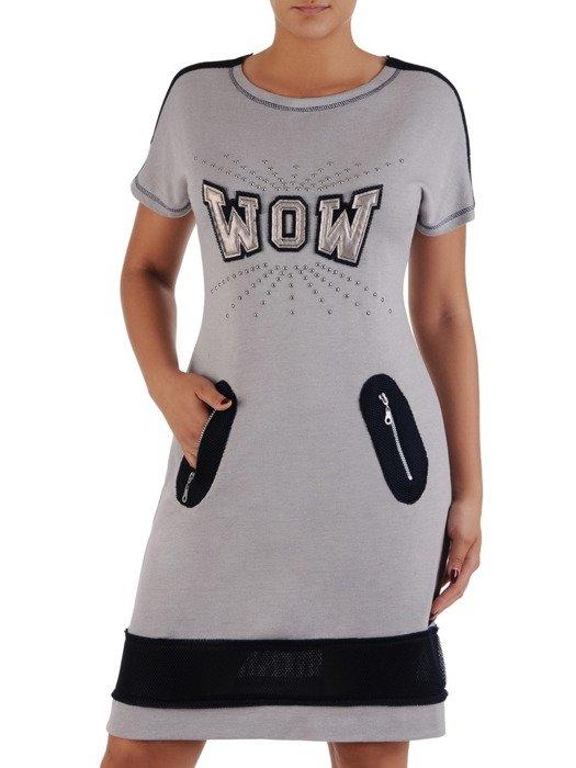 Sukienka w nowoczesnym stylu Elza, dzianinowa kreacja z modnymi aplikacjami.