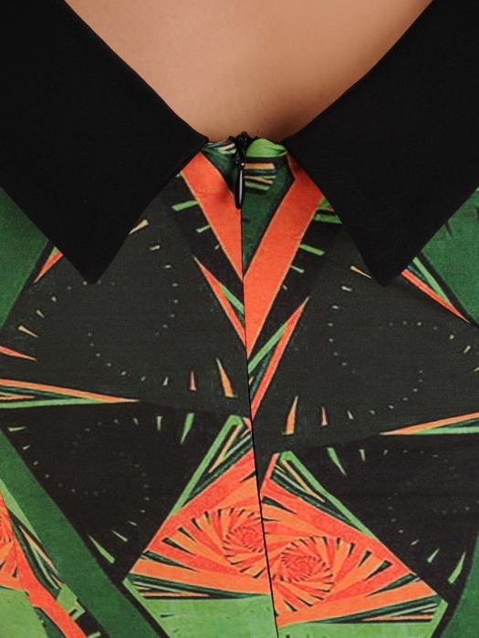 Sukienka w wyszczuplającym wzorze, prosta kreacja z tkaniny 20521.