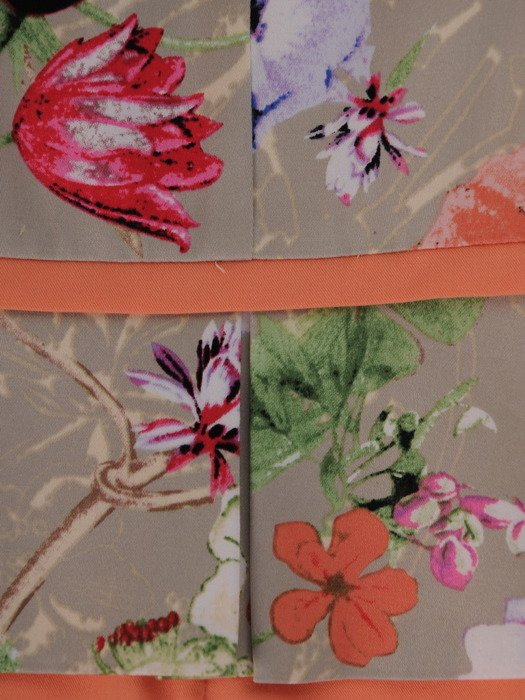 Sukienka z baskinką Paris I, wiosenna kreacja w kwiaty.