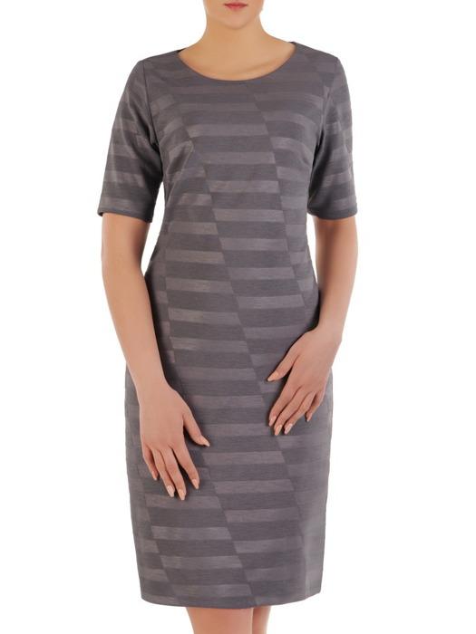 Sukienka z dzianiny, grafitowa kreacja w geometrycznym wzorze 20684.