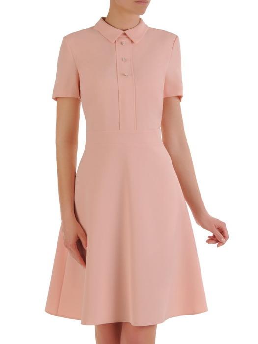 Sukienka z kołnierzem, brzoskwiniowa kreacja w rozkloszowanym fasonie 20875.