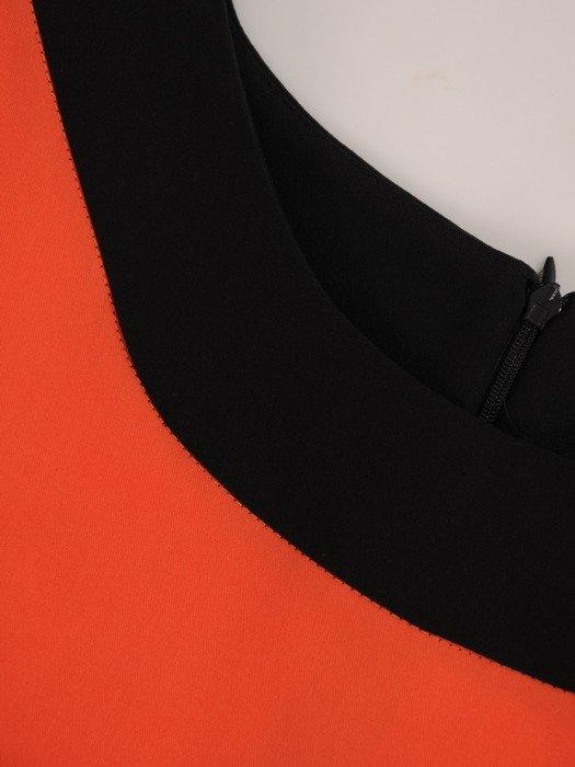 Sukienka z kontrastowymi wstawkami Rosa XVI, efektowna kreacja wyjściowa.