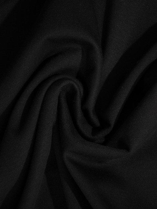 Sukienka z modnym dekoltem Sabrina, nowoczesna mała czarna na jesień.