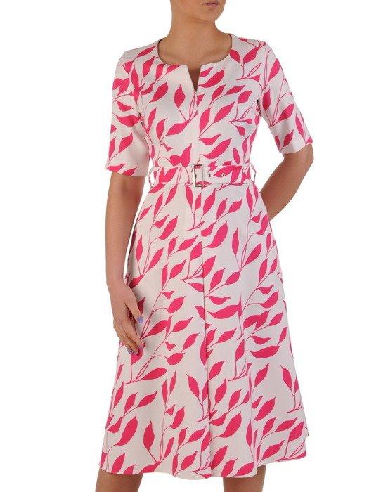 Sukienka z paskiem, wiosenna kreacja w liście 20306.