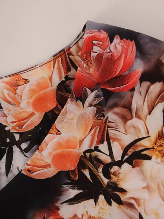 Sukienka z tkaniny, prosta kreacja w oryginalnym wzorze 26394