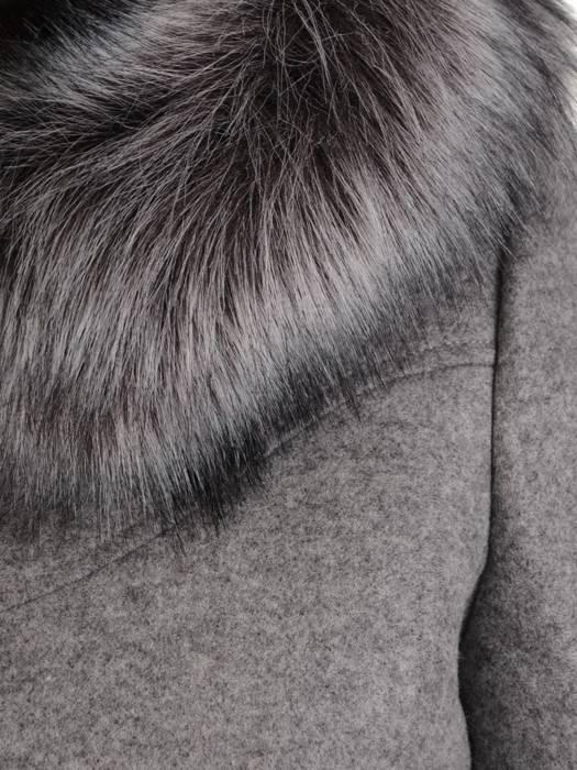 Szary płaszcz z odpinanym, futerkowym kapturem 27499