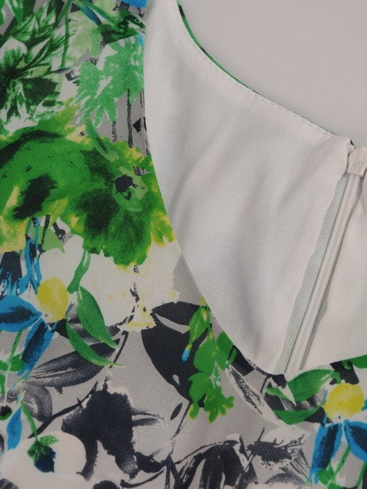 Szyfonowa sukienka Luiza II, kreacja wizytowa w kwiatowy deseń.