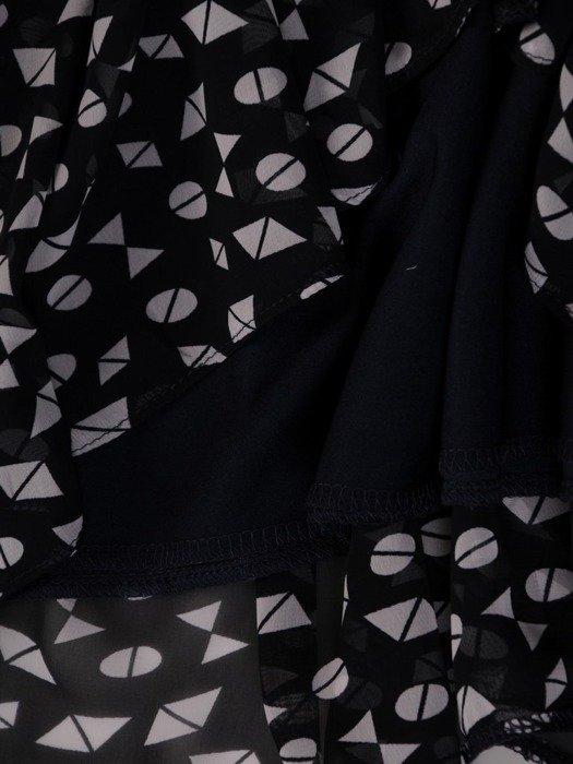 Szyfonowa sukienka o trapezowym kroju, kreacja z oryginalnym nadrukiem 25274