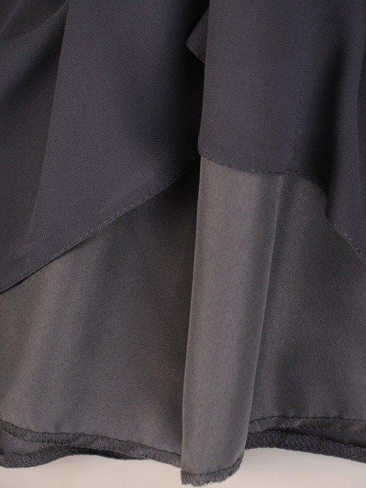 Trapezowa sukienka z szyfonu, kreacja z perełkami na rękawach 25806