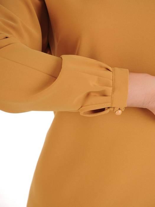 Uniwersalna, skromna i jednocześnie elegancka musztardowa bluzka 27935