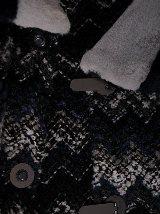 Wełniany płaszcz z futerkowym wykończeniem 18560.