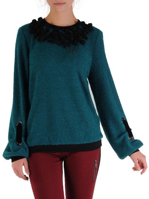 Wełniany sweter z oryginalną aplikacją 18702.