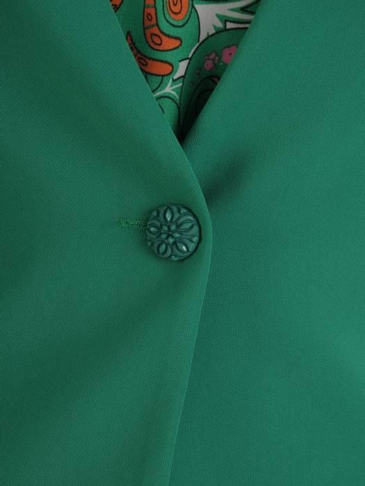 Wyjściowa garsonka z zielonym żakietem i zwiewną sukienką z szyfonu 26962
