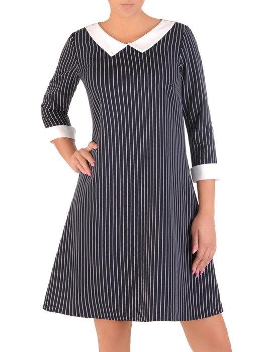Wyszczuplająca sukienka z modnym, pensjonarskim kołnierzem 17673.