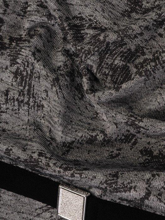 Wyszczuplająca sukienka z połyskującym topem i prostą baskinką 19249