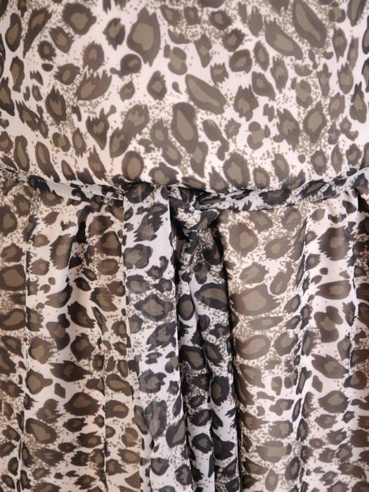Wzorzysta, rozkloszowana sukienka z kopertowym dekoltem 30910