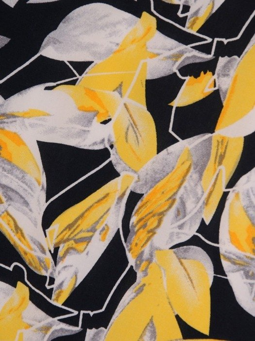 Wzorzysta sukienka z półgolfem, kreacja w modnych kolorach 25469