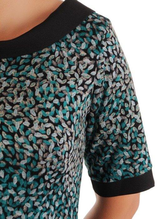 Wzorzysta sukienka z półgolfem, kreacja w modnych kolorach 26797