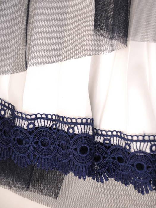 Zwiewna sukienka z szyfonu i tiulu z ozdobnym kwiatem 31042
