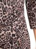 Kopertowa sukienka wyszczuplająca, kreacja z ozdobnymi marszczeniami 31004